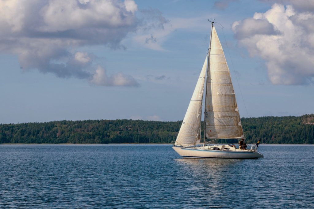 What sailboat to buy to start with? The best tips for beginners