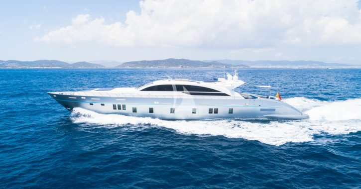 Wedding boats: organize your most special day on the sea