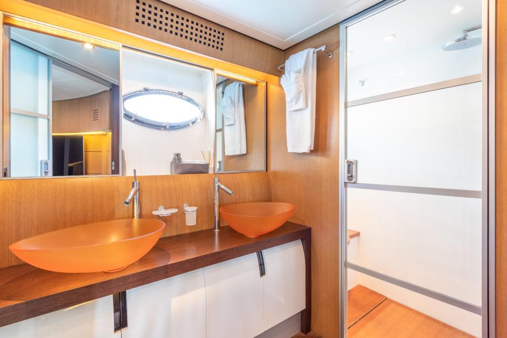 Pershing 90 Bathroom